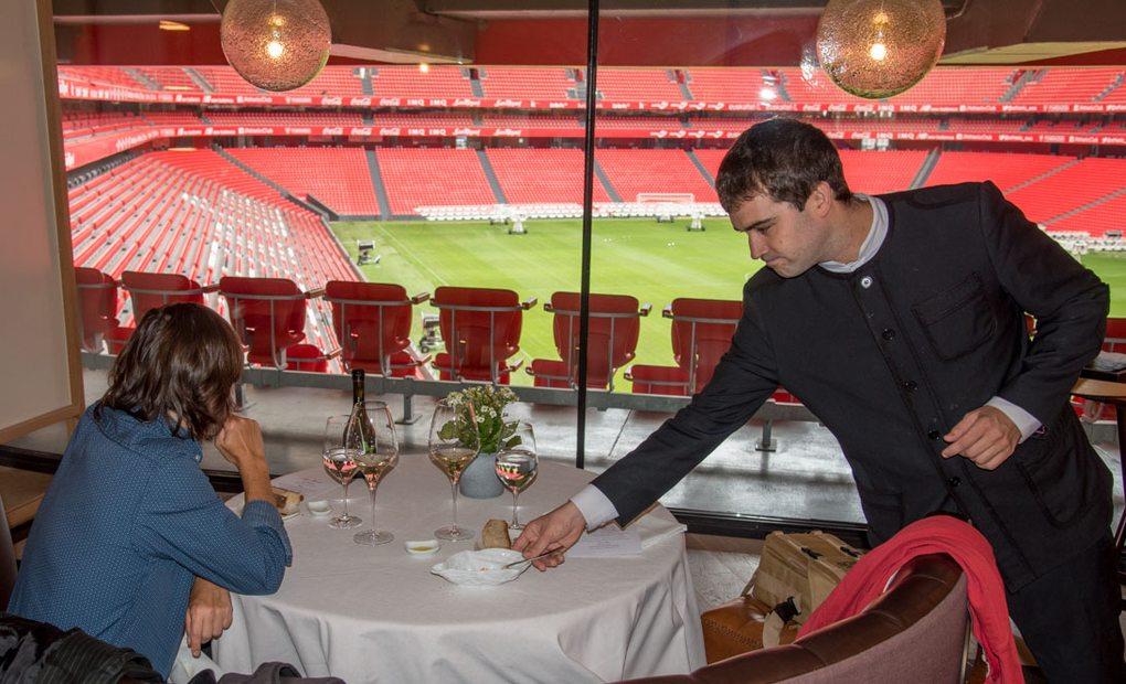 En el San Mamés se puede comer y ver al Athletic a la vez.