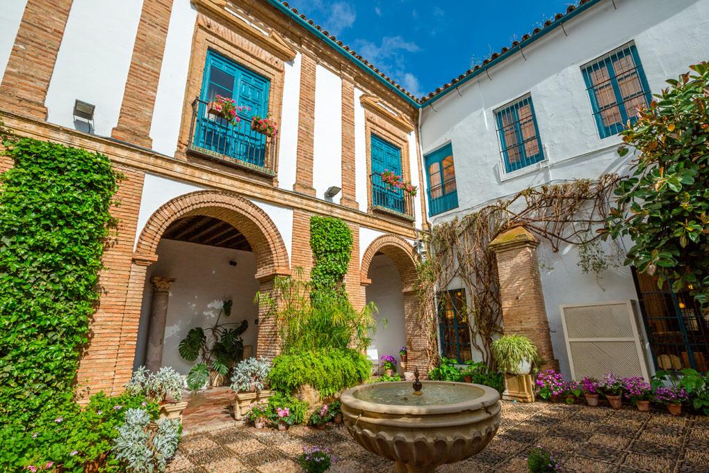 El patio del Palacio de Viana, una belleza. Foto: Benny Marty. Shutterstock.