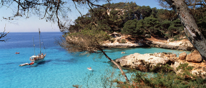 Cala Menorca. / Autor: Lluís Real. / Cedida por: Govern de les Illes Balears / Conselleria d'Innovació, Recerca i Turisme. / Agència de Turisme de les Illes Balears (ATB)