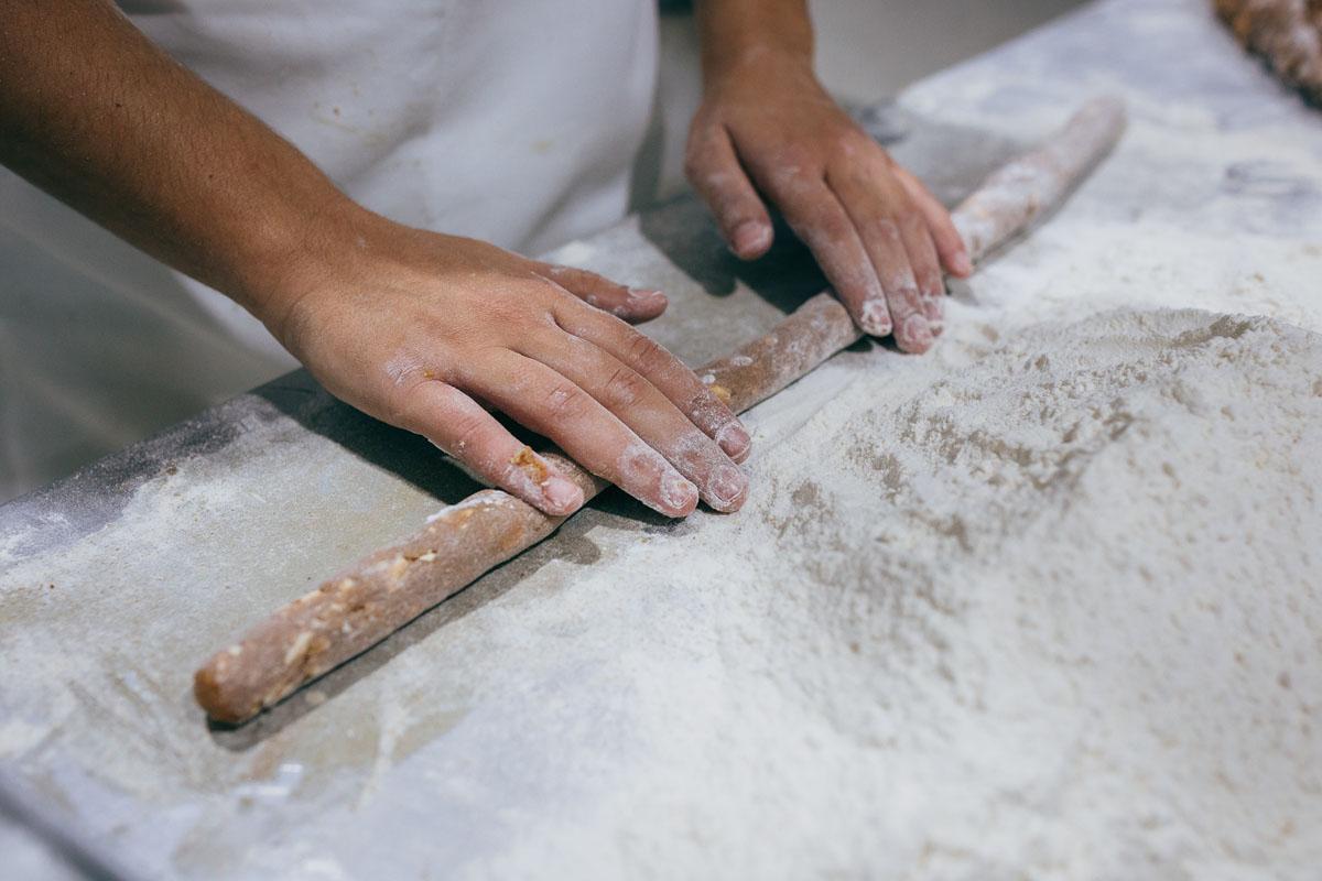 Cada día producen dos tortas de 80 kilos cada una.