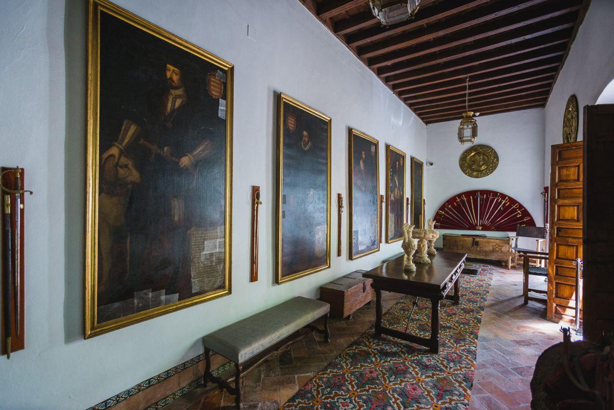 También las galerías de la vivienda están repletas de obras de arte.
