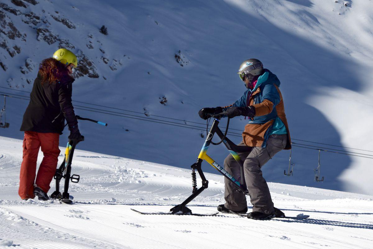 ¿Has probado ya la bicicleta de nieve? Foto: Alfredo Merino.