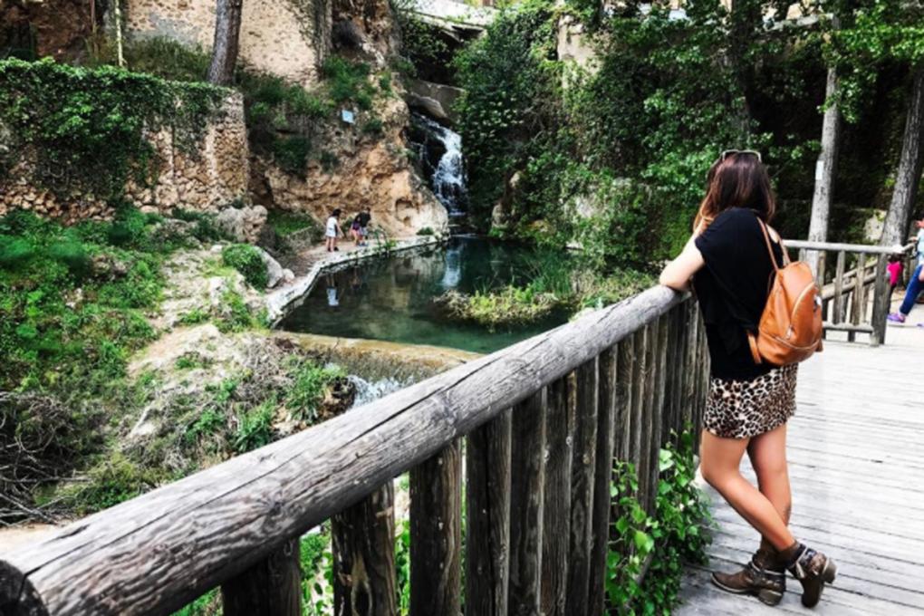 En un rincón de su pueblo, Letur, en Albacete. Foto: Facebook.