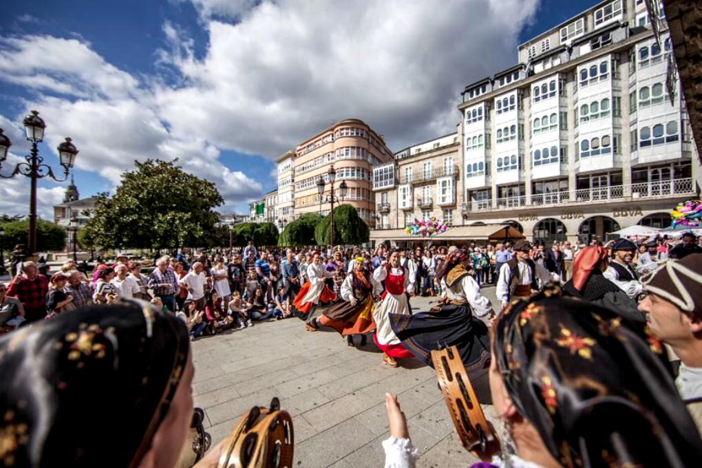 El traje tradicional gallego sale a la calle. Foto: San Froilán.
