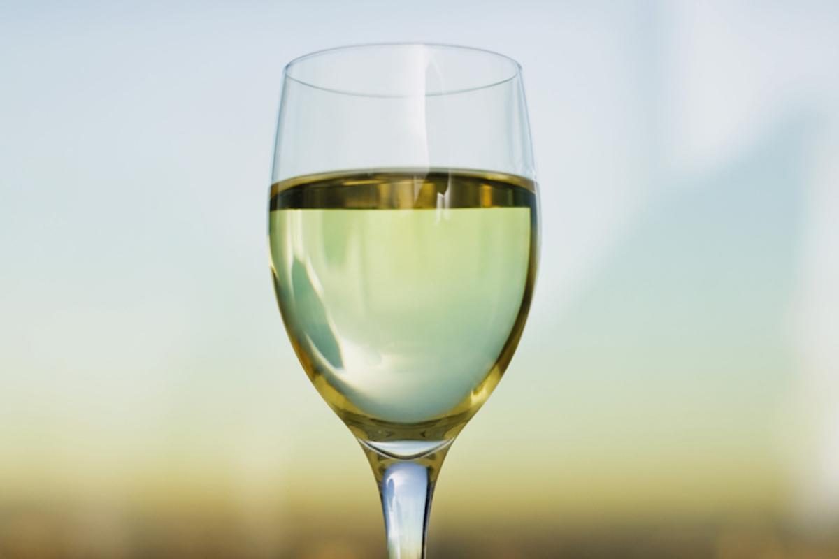 La copa Riesling es apropiada para vinos blancos como el txakoli de Getaria.