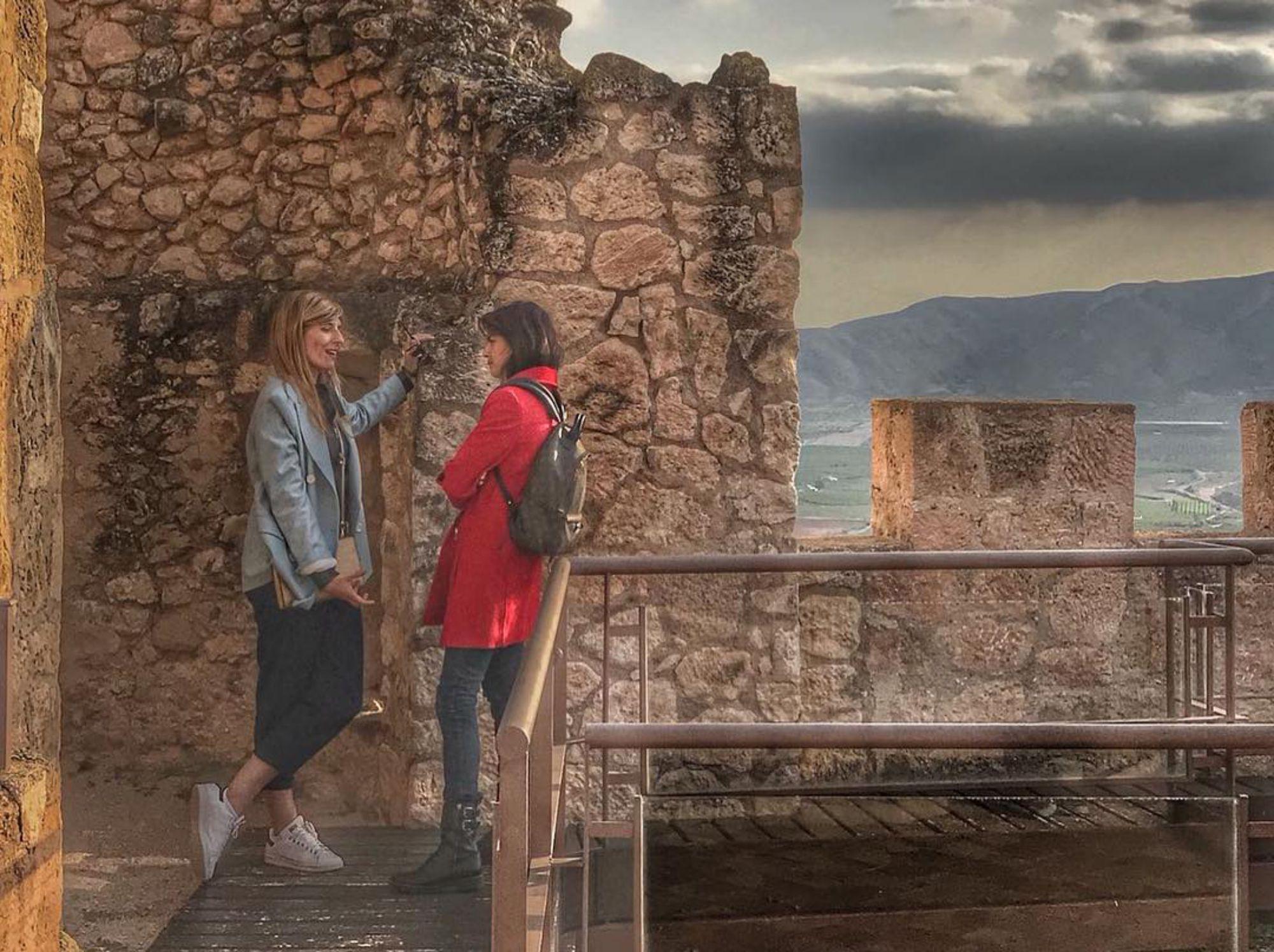 Durante un viaje de amigas, de charla más visita al castillo de Jumilla, en Murcia. Fotos: Instagram.