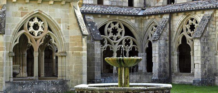 Claustro del monasterio de Santa María de Iranzu, en el valle de Yerri.