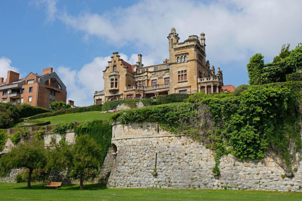 Vistas del Palacio Arriluze, en Getxo, Vizcaya.