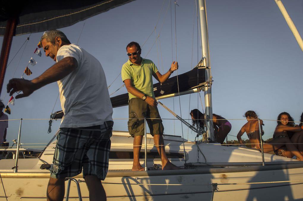 Vacaciones en el pantano de Orellana a bordo de velero de seis metros de eslora.