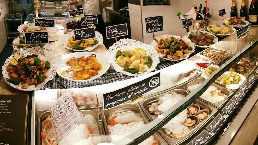 Gran variedad de marisco fresco en la barra de El Cantábrico / Facebook.