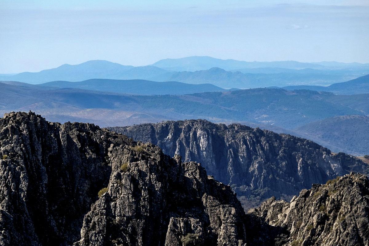 Panorámica de la comarca de las Villuercas (Cáceres) desde un mirador.