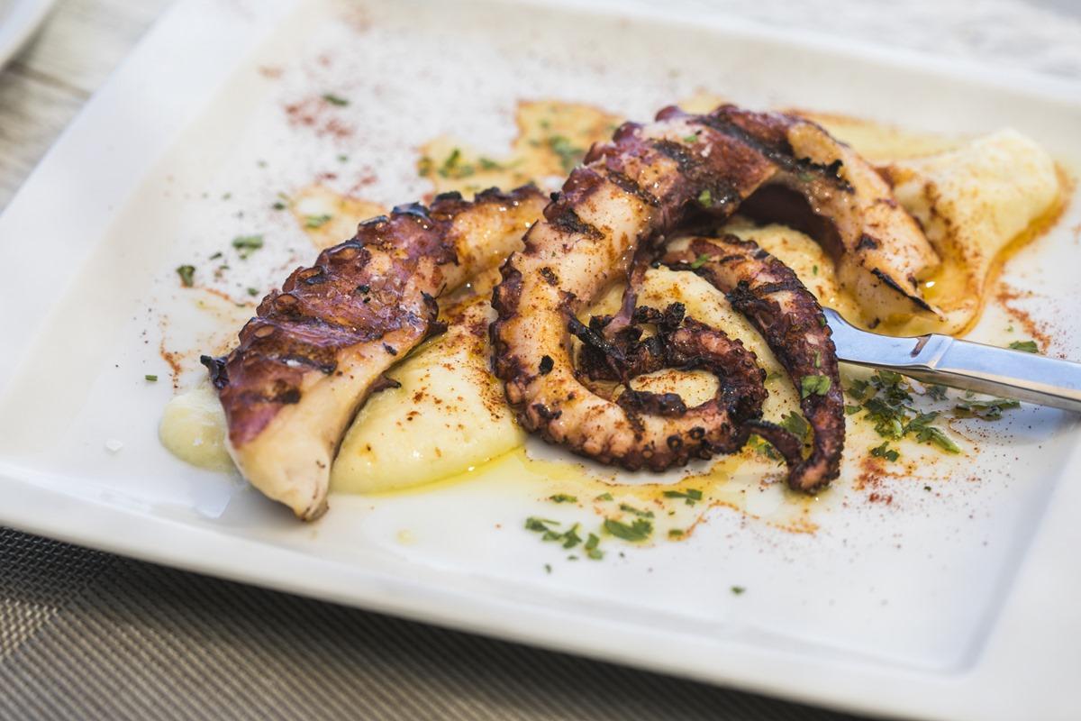 El pulpo con puré de patatas de 'El Chamizo', uno de los mejores restaurantes de Moraira.