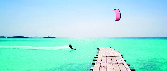 Deportes acuáticos en aguas de Formentera.