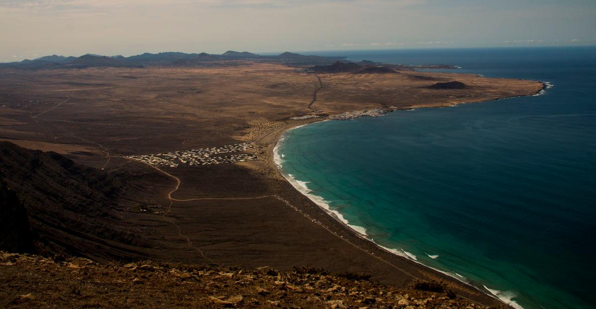 Vista general, y espectacular, de la Playa de Famara.