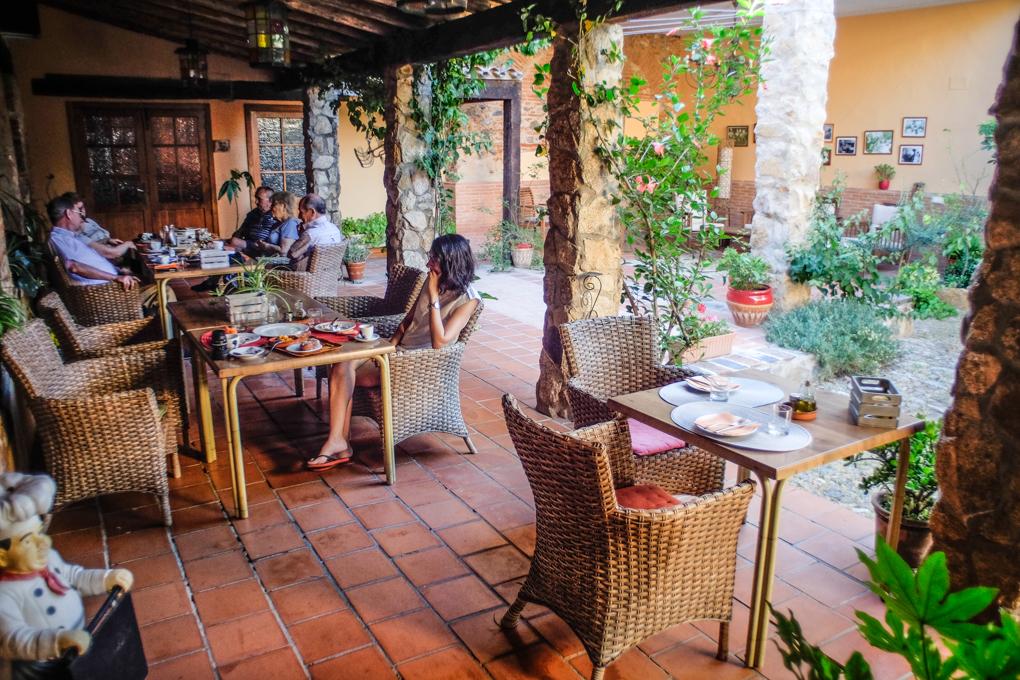 El patio interior es el restaurante ideal para desconectar, desayunar o cenar.