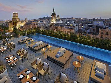 Elige el hotel por su piscina