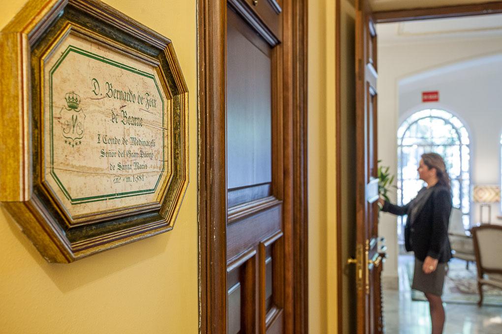 Cada habitación tiene el nombre de un duque junto a su puerta.