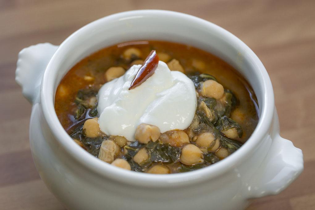 Potaje al estilo turco, con guindilla y yogur. Foto David de Luis