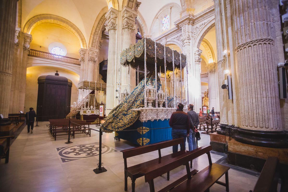 Las hermandades de El Amor y La Pasión comparten sede en la iglesia del Salvador.   También brillará el palio de la Hermandad del Silencio en La M