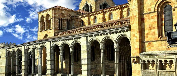 Fachada de la basílica de San Vicente de Ávila.