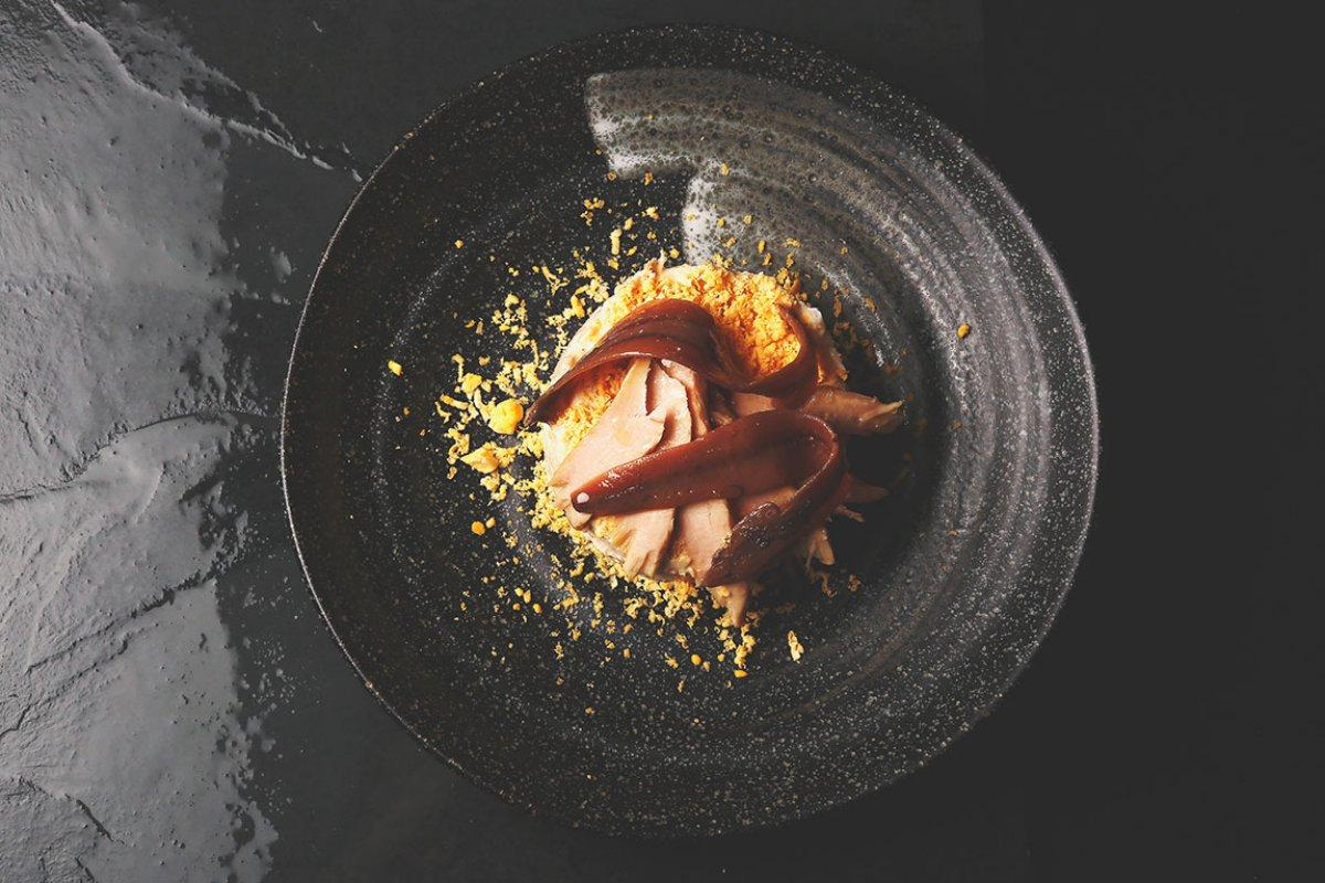 Ensaladilla rusa con ventresca de bonito y anchoas de Santoña. Foto: La Tasquita de Enfrente.