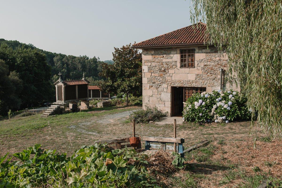 El terreno donde cultiva Alberto antes pertenecía al Pazo Bendoiro, justo al lado.