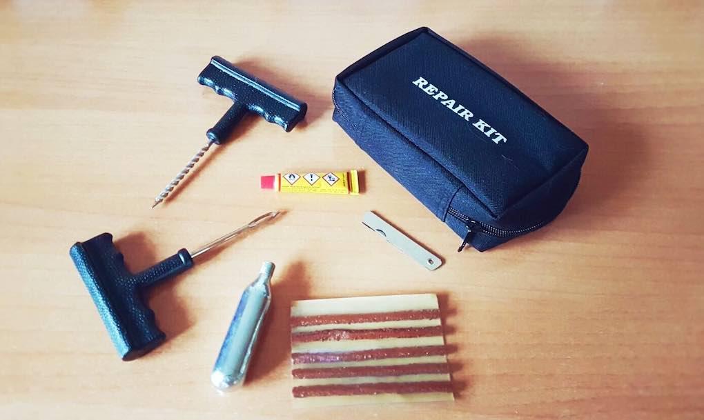 El kit repara-neumáticos, tu mejor aliado. Foto: Clara Peñalver.
