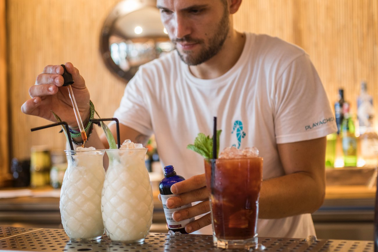 Benicàssim: Restaurante 'Playachica' (coctelero 3)