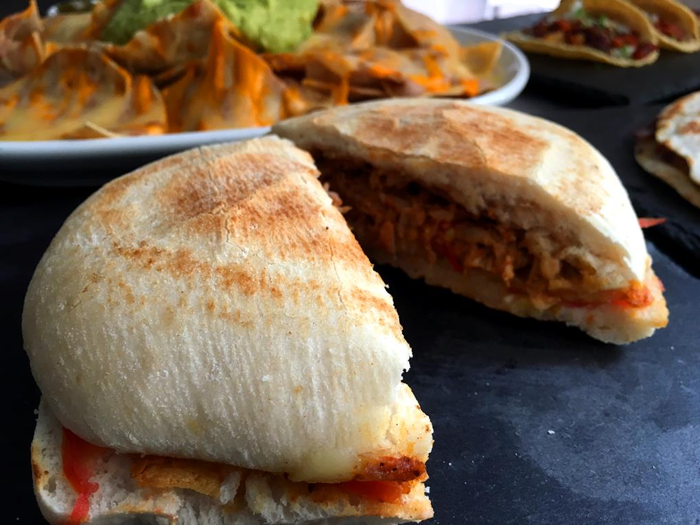 La torta de cochinita pibil de DF Bar. Foto: DF Bar