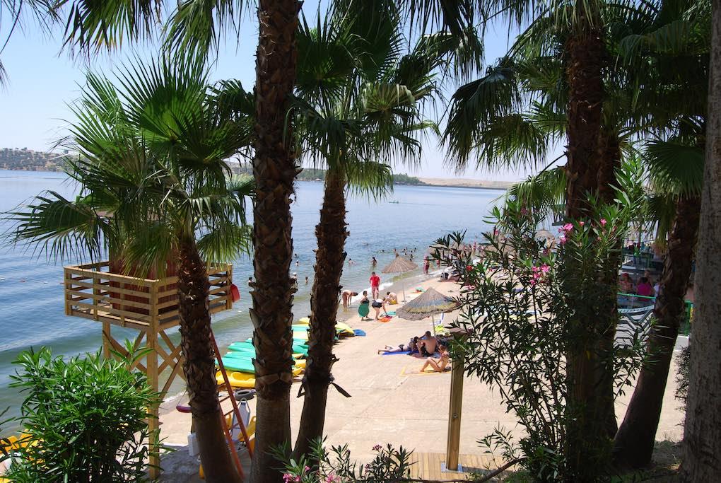 La conocida playa de Orellana. Foto: Turismo de Extremadura.