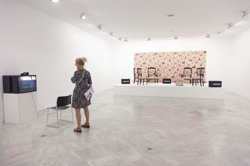 """Instalación de la exposición """"Arte y cultura en torno a 1992"""". Foto: Beto Criado."""