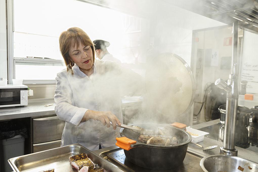 En cazuela o al horno, los arroces siempre se preparan con la fórmula de tiempo y dosificación de caldo y materia grasa.