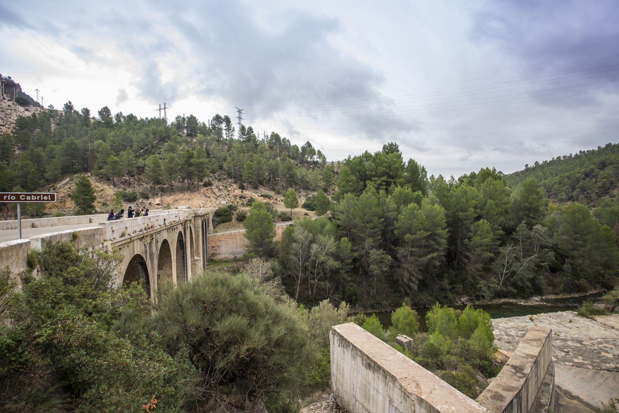 El puente que cruza el río Cabriel, buen lugar para avistar algún pájaro de la zona.