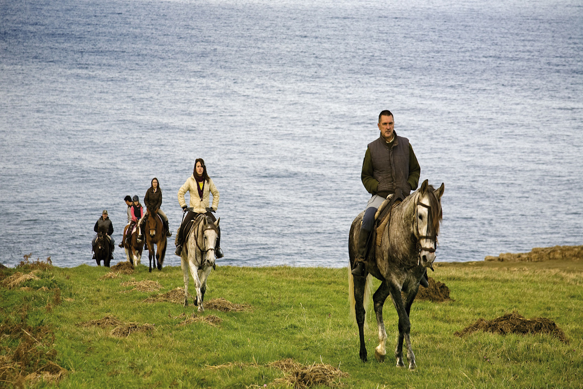 Excursión a caballo por la costa de Trasmiera.