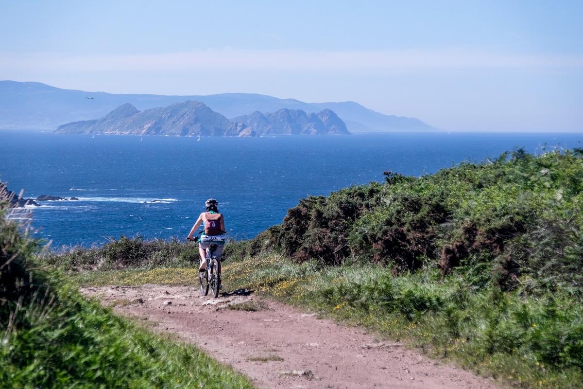 La dureza de algunos tramos del camino se alivia con las vistas isleñas.