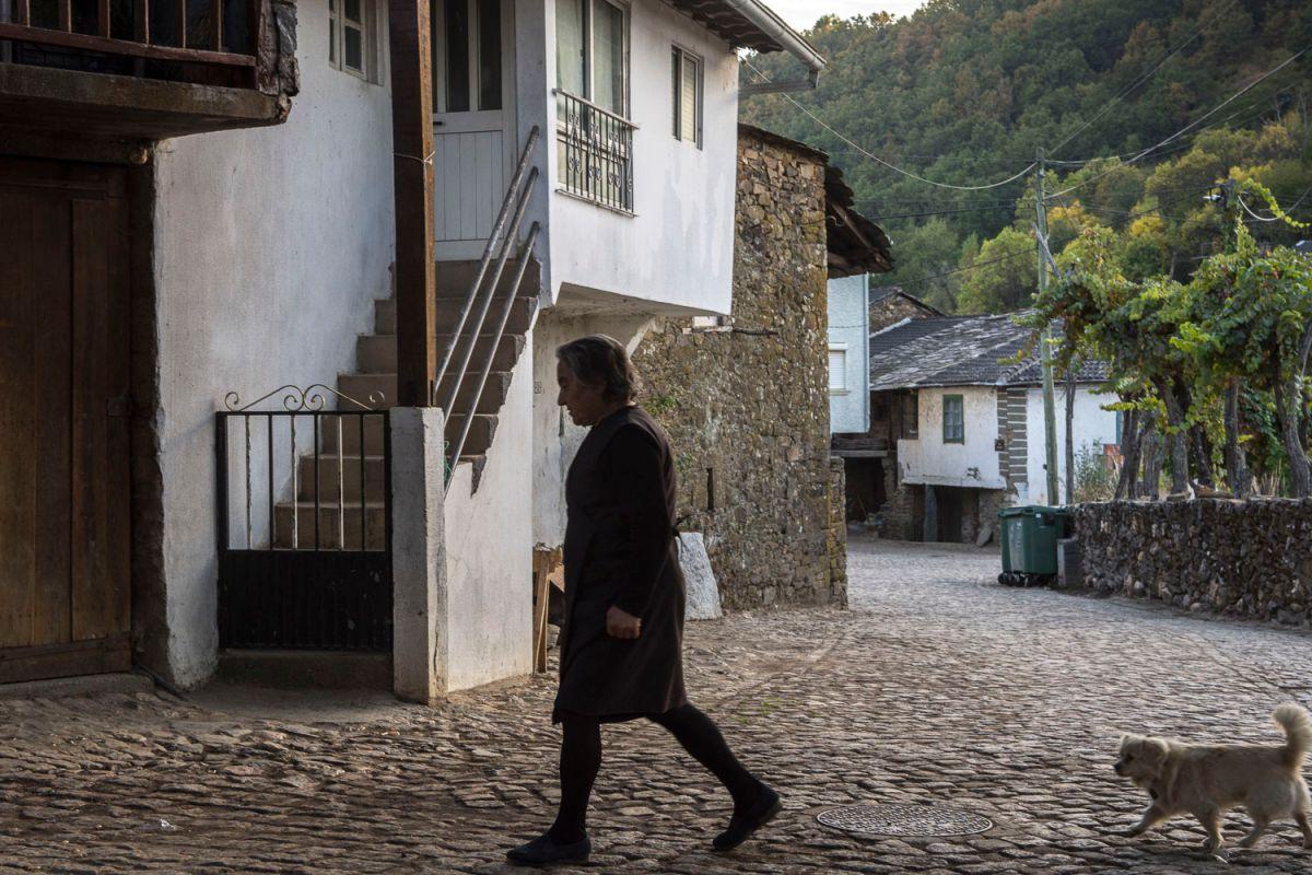 Casas nuevas y casas tradicionales en el pueblo Riohonor de Castilla y Rio de Onor de Portugal. Foto: Manuel Ruiz Toribio