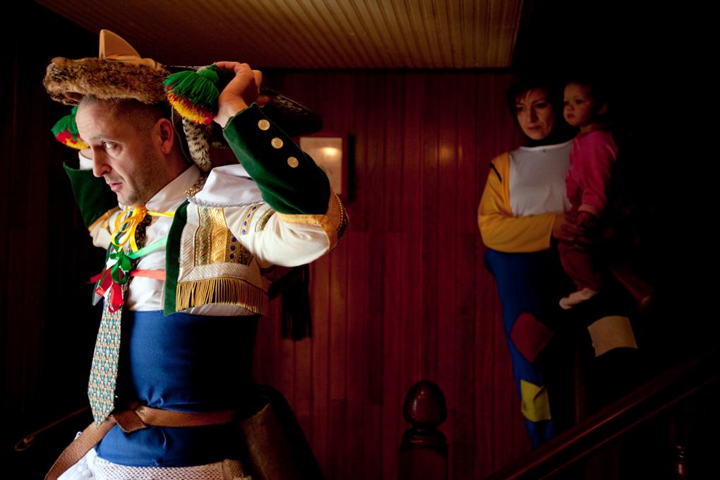Los teFamilia vestida al completo de peliqueiros. Foto: Nacho Calonge.