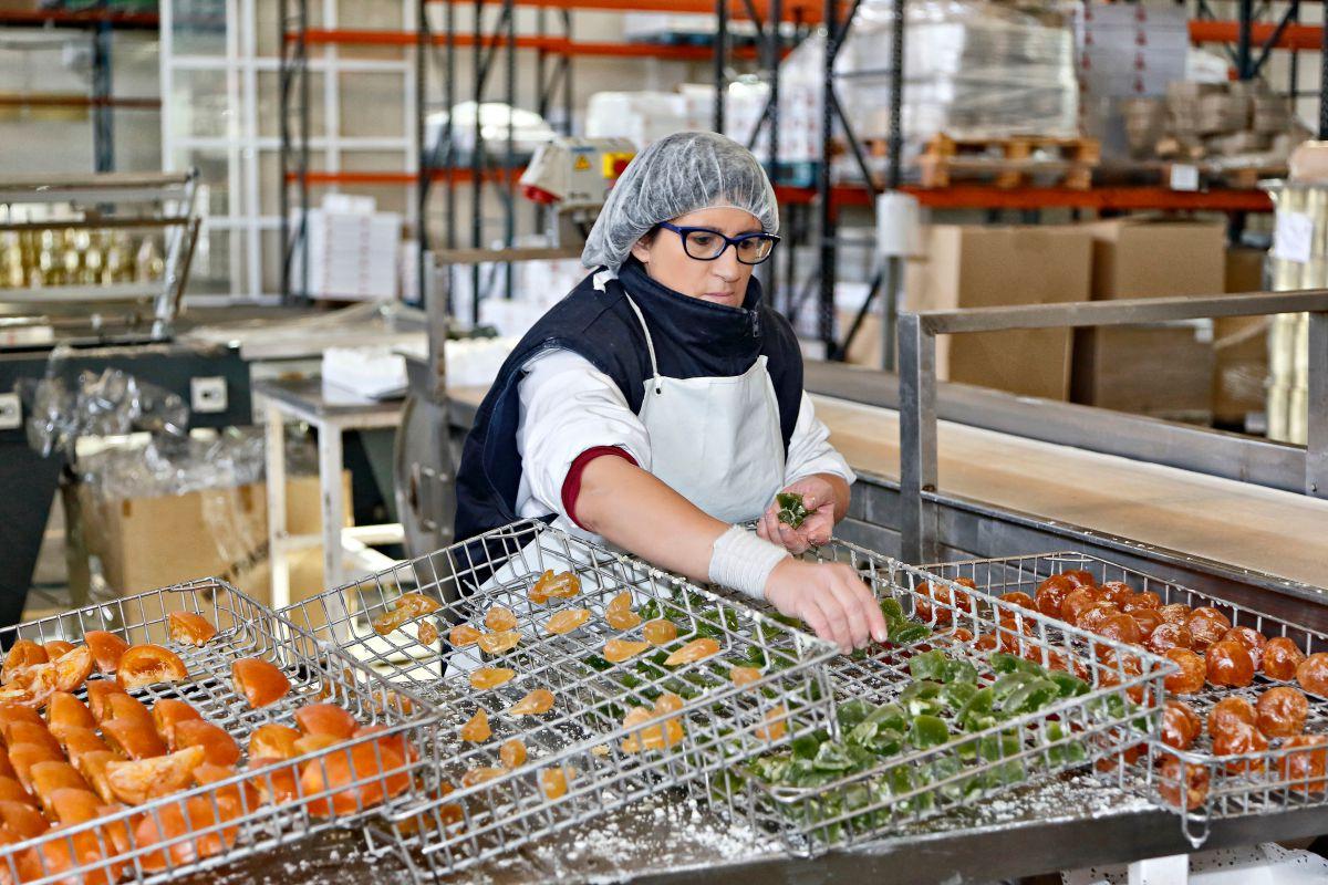 La mayoría del personal en esta fábrica son mujeres y casi la totalidad, de Calahorra.