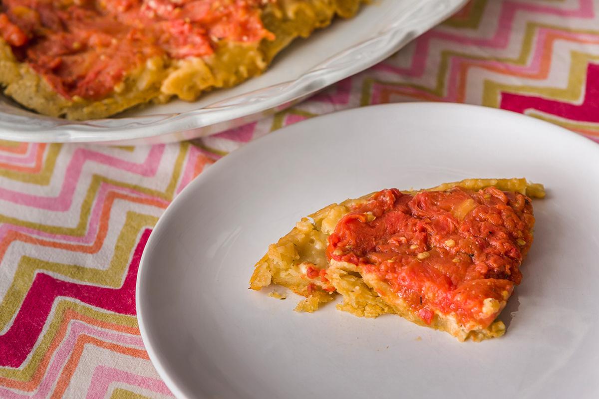 Aspecto final de la tarta de tomate del revés.