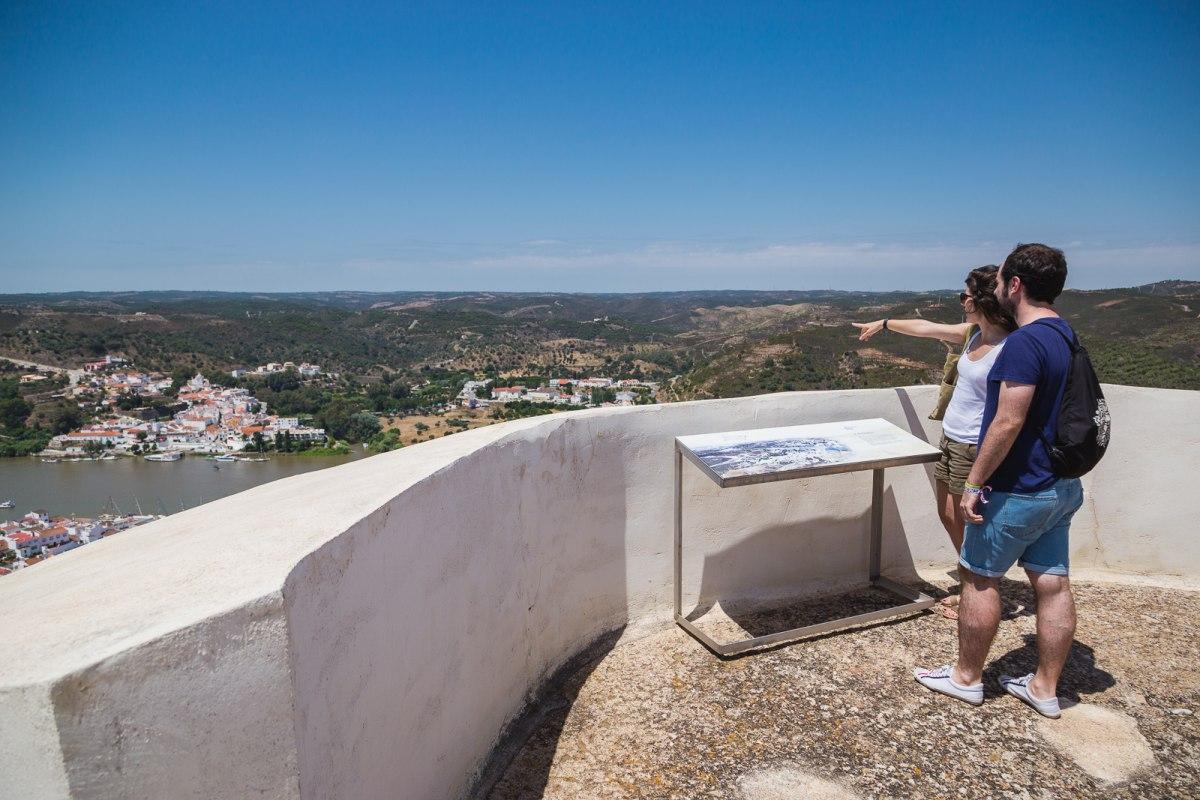 Las vistas desde el Castillo de San Marcos que corona Sanlúcar de Guadiana.