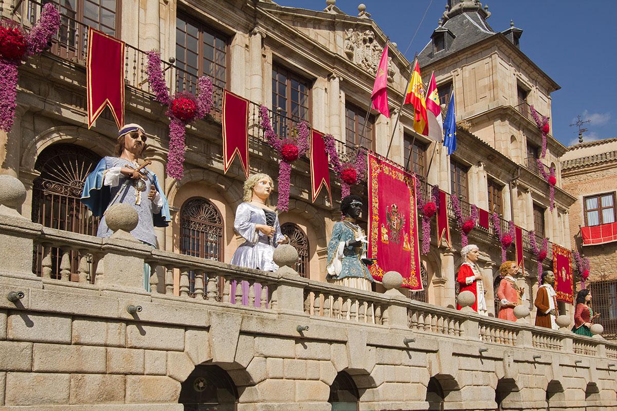 Así se engalana el Ayuntamiento de la ciudad para festejar su Semana Grande. Foto: Shutterstock