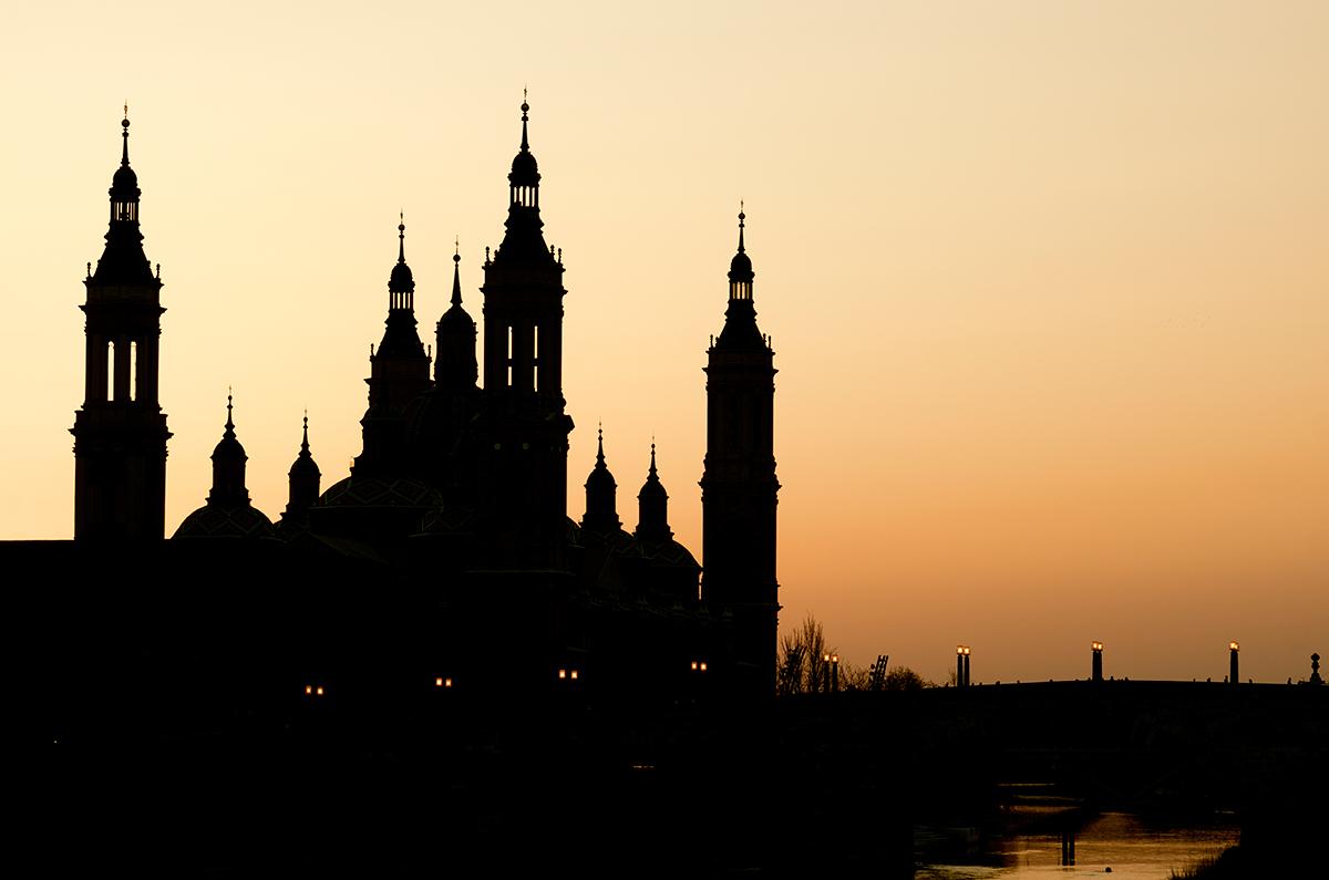 Visitar la Basílica durante la noche tiene un encanto especial. Foto: Shutterstock