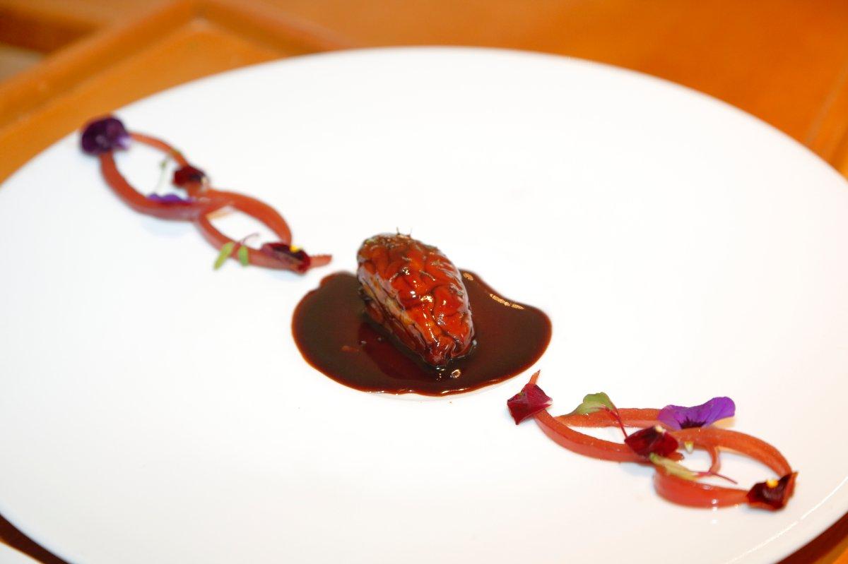 Restaurante 'El Portal de Echaurren'. Sesos lacados emulando a un hígado de pato