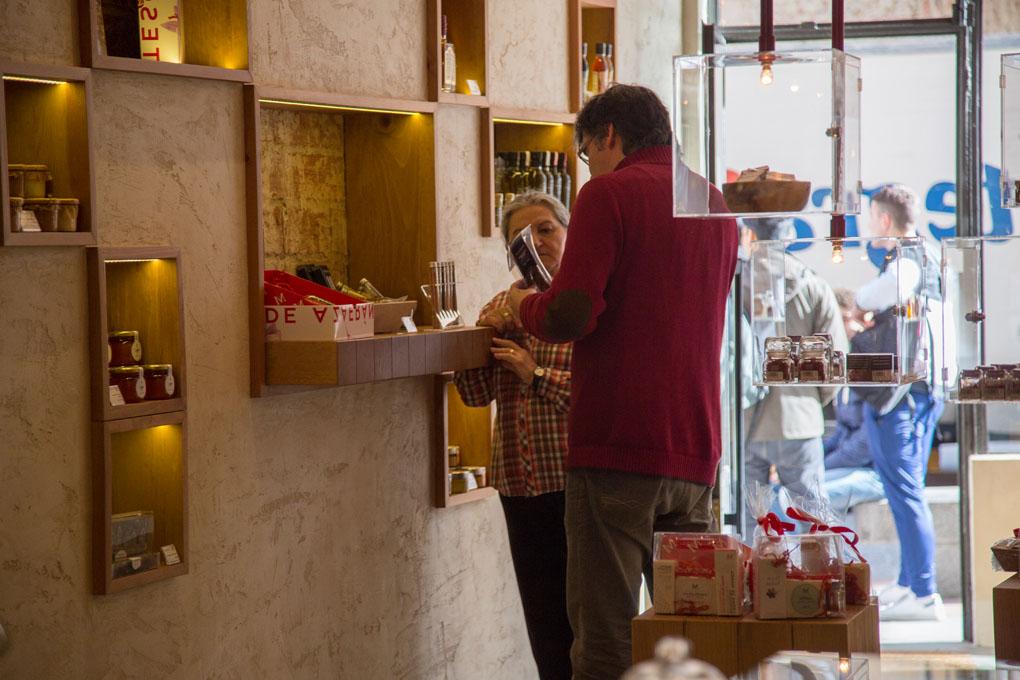 'La Melguiza' cuida todos los detalles, tanto en sus productos con denominación de origen, como en todos los detalles de la tienda.