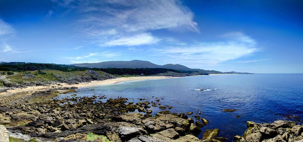 La ventosa y rocosa Area Longa (A Coruña). Foto: Raúl Muriel.