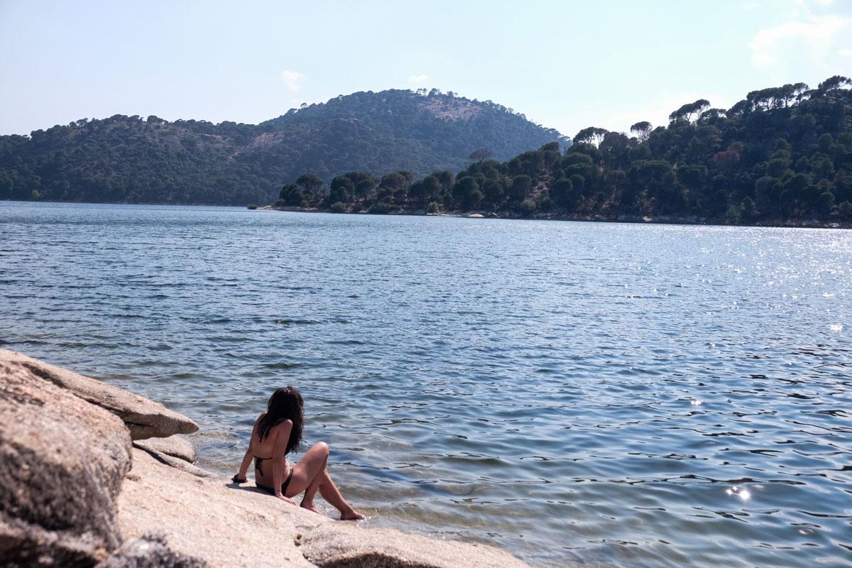 Si buscas, encuentras lugares más apartados y solitarios como la Lancha del Yelmo.