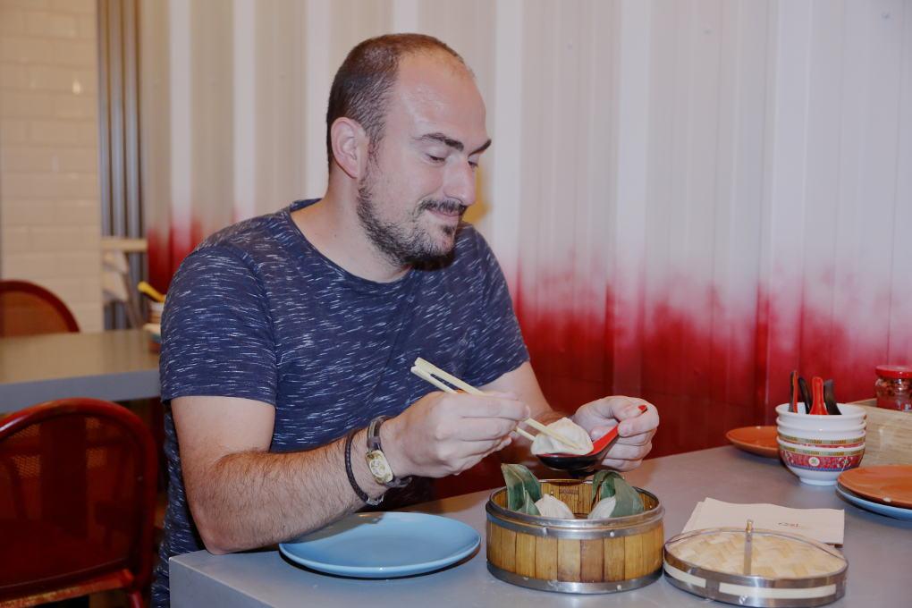 Nadie se va sin tomar un 'bao' (de pato de Pekín, de pollo al curry, de panceta sazonada con bambú...) de Chan Street