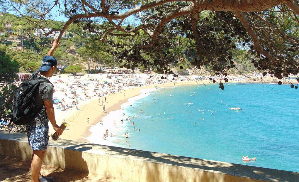 El camino de ronda pasa por espectaculares playas, como la de S'Agaró.