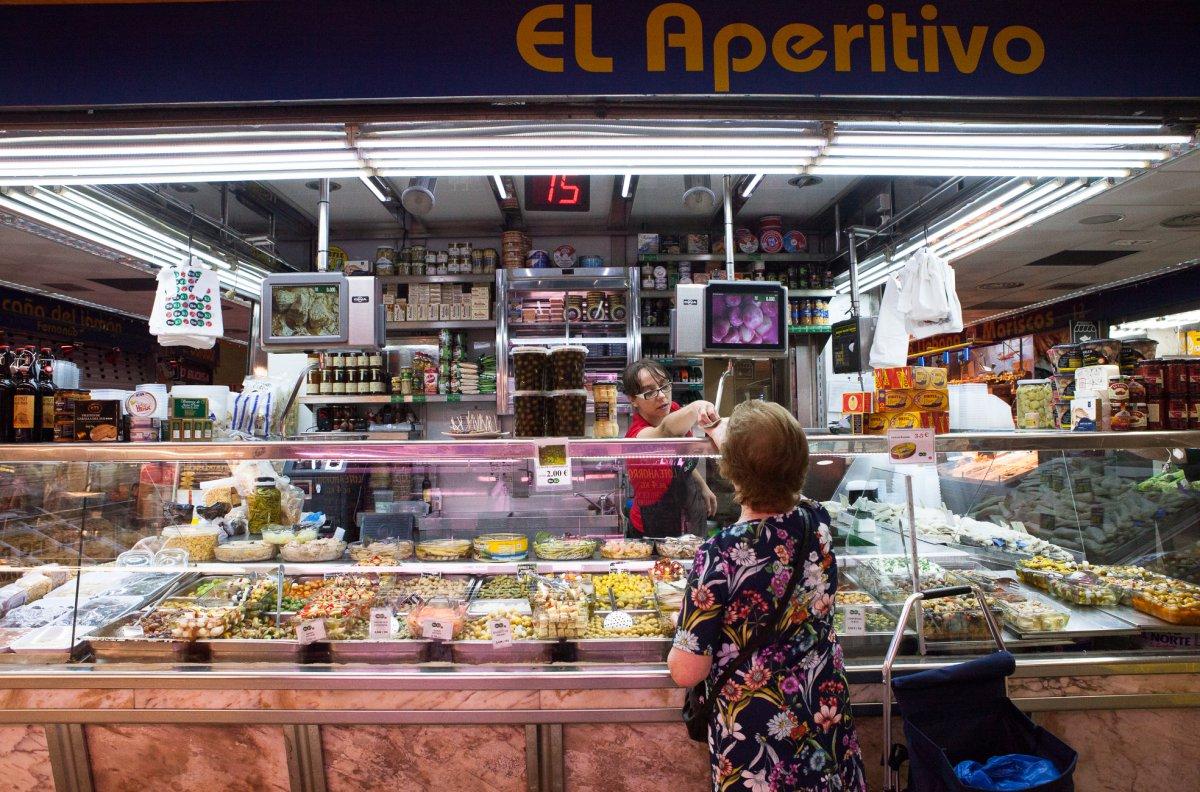 Las 'bombas', 'cohetes' y 'lagartos' te esperan en el puesto número 27-28 del Mercado de Villa de Vallecas.