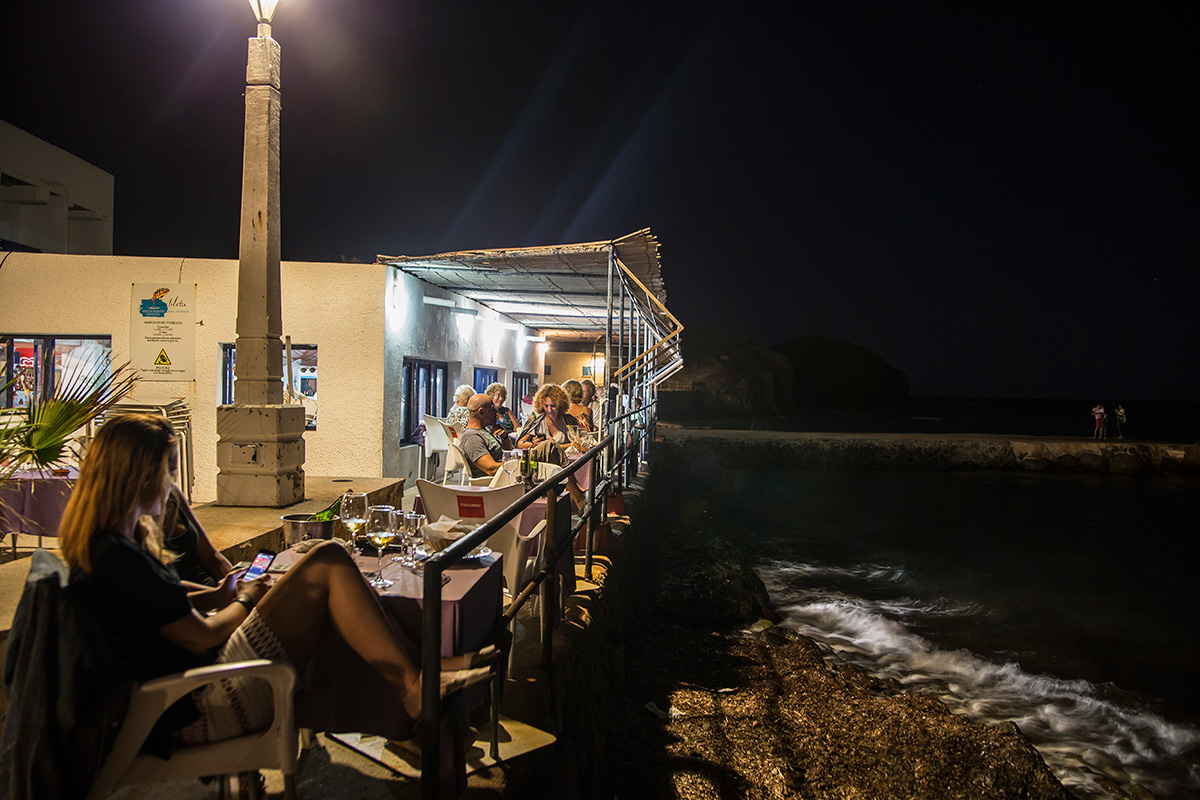 Antes de acudir al local, la cena perfecta en La Isleta del Moro.